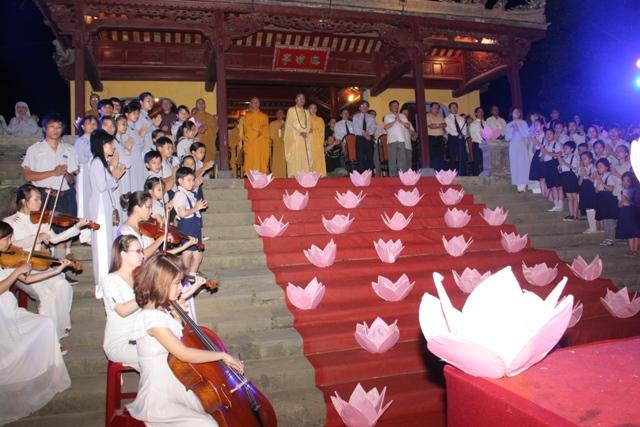 Lễ Thắp sáng Bảy Hoa sen trên sông Hương