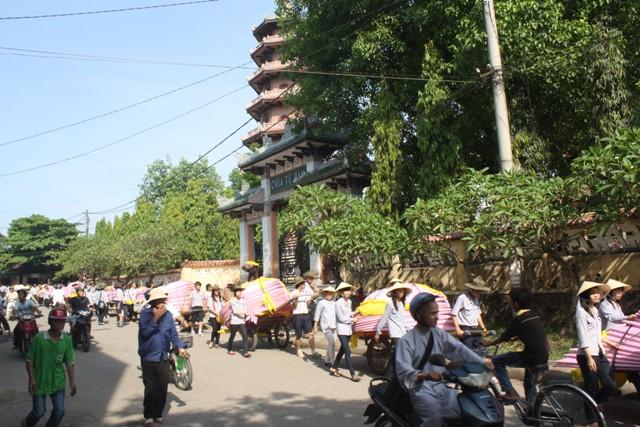 7 Hoa sen trên sông Hương, biểu tượng Phật đản Huế